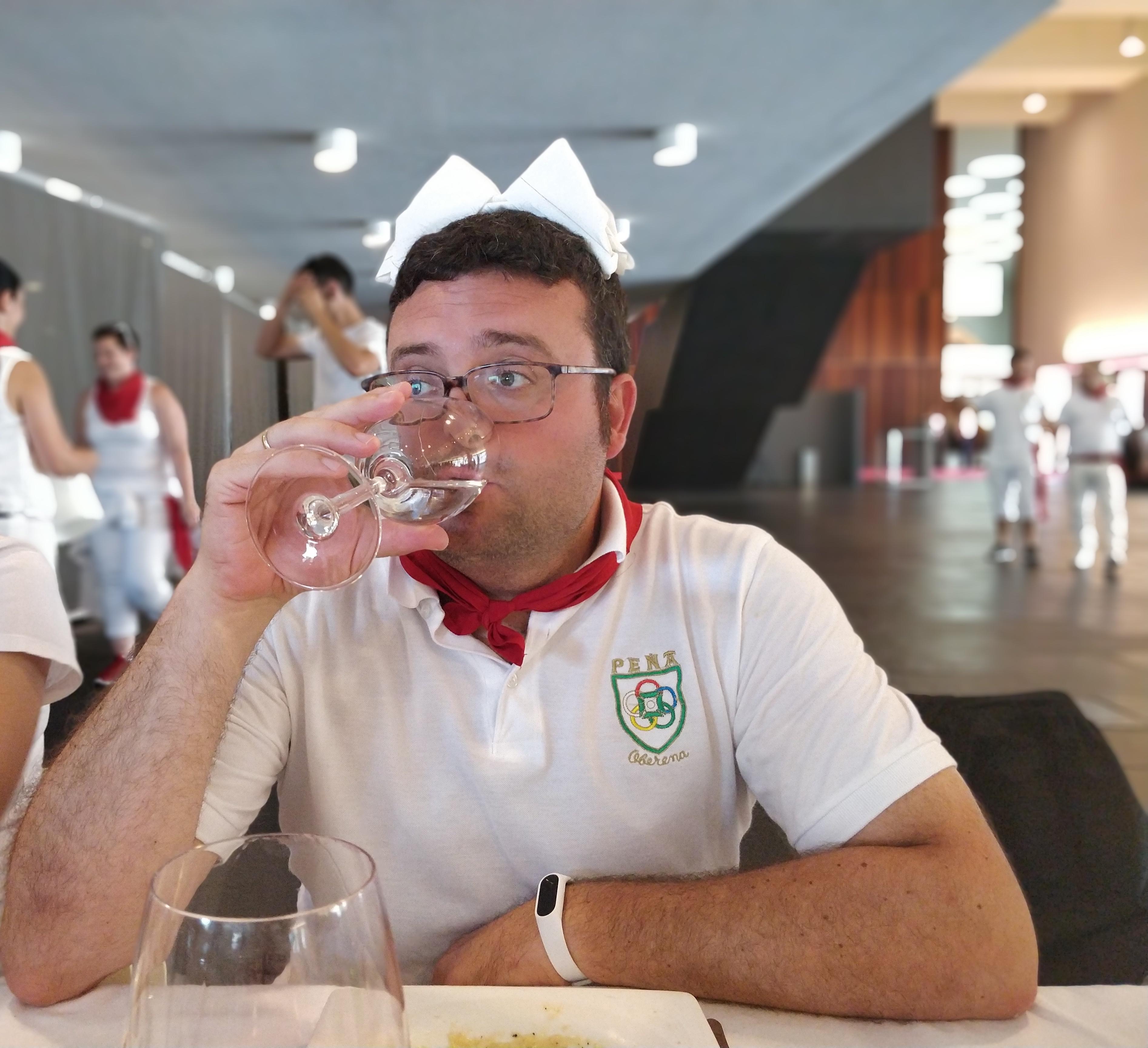 Pedro, el puto amo, mi profesor de la fiesta, mi hermano de otra madre, en la comida de la Peña Oberena Sanfermin 2018