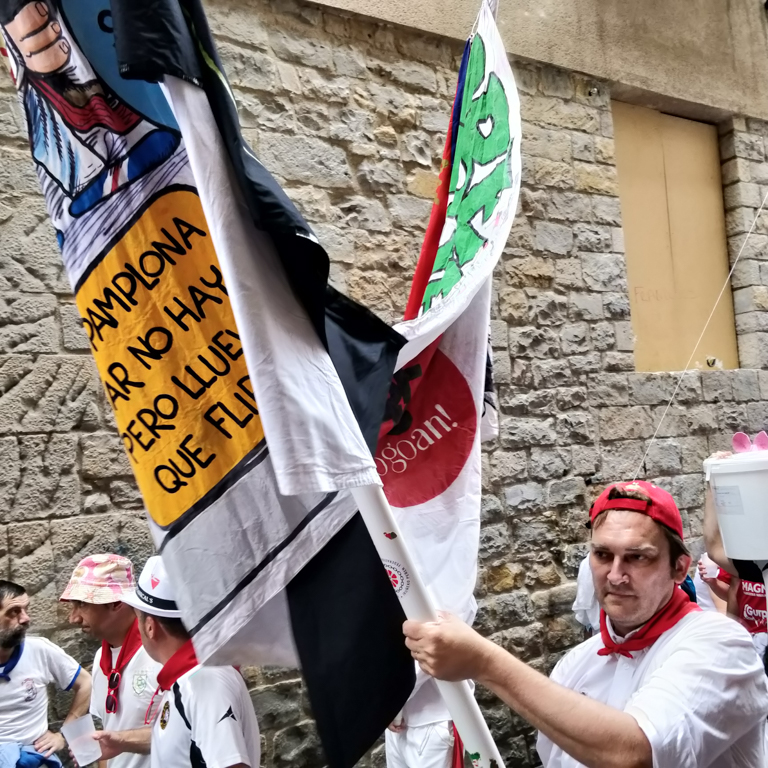 Patxi, from Peña Oberena carrying the peña pancarta on the street Sanfermin 2018